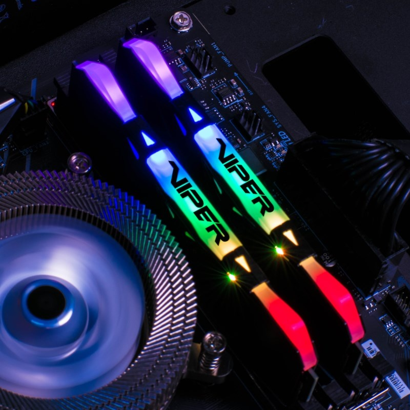 Patriot Viper RGB mit schönem RGB-Farbspektrum