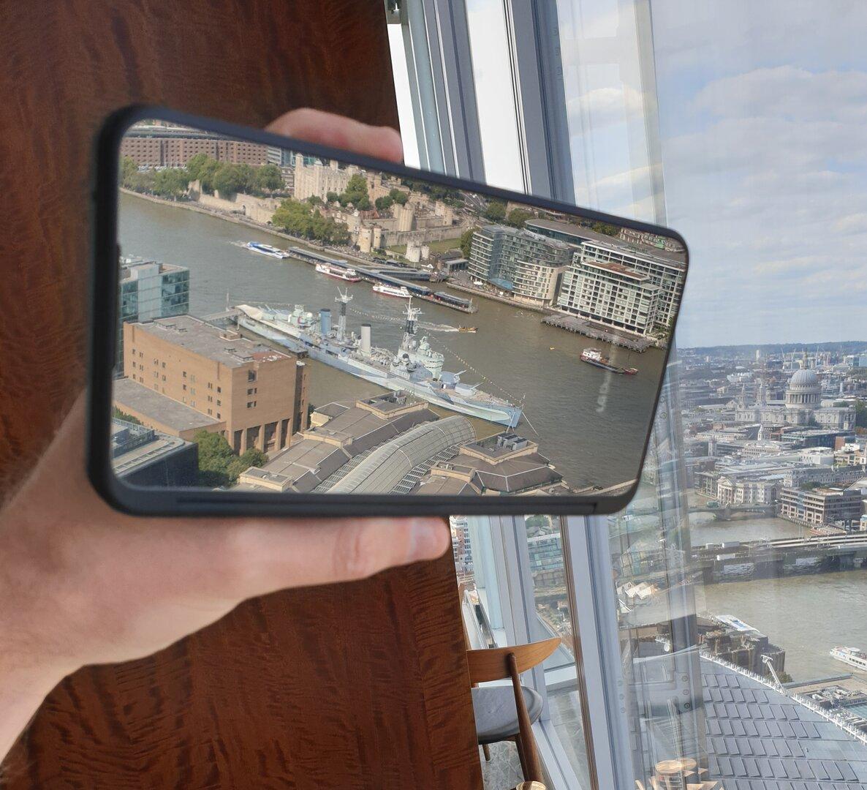 LG G8X ThinQ – Das ist kein Foto, sondern extrem spiegelnde Front