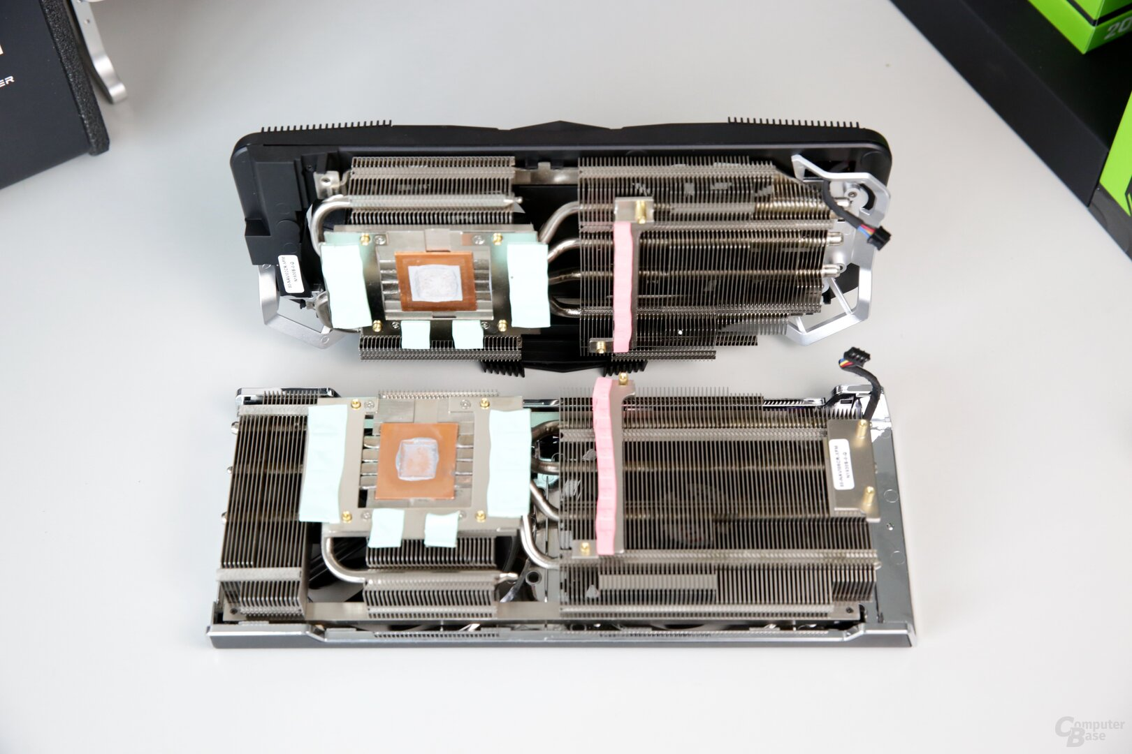 Der Kühler der RAW2 (oben) ist kleiner gehalten