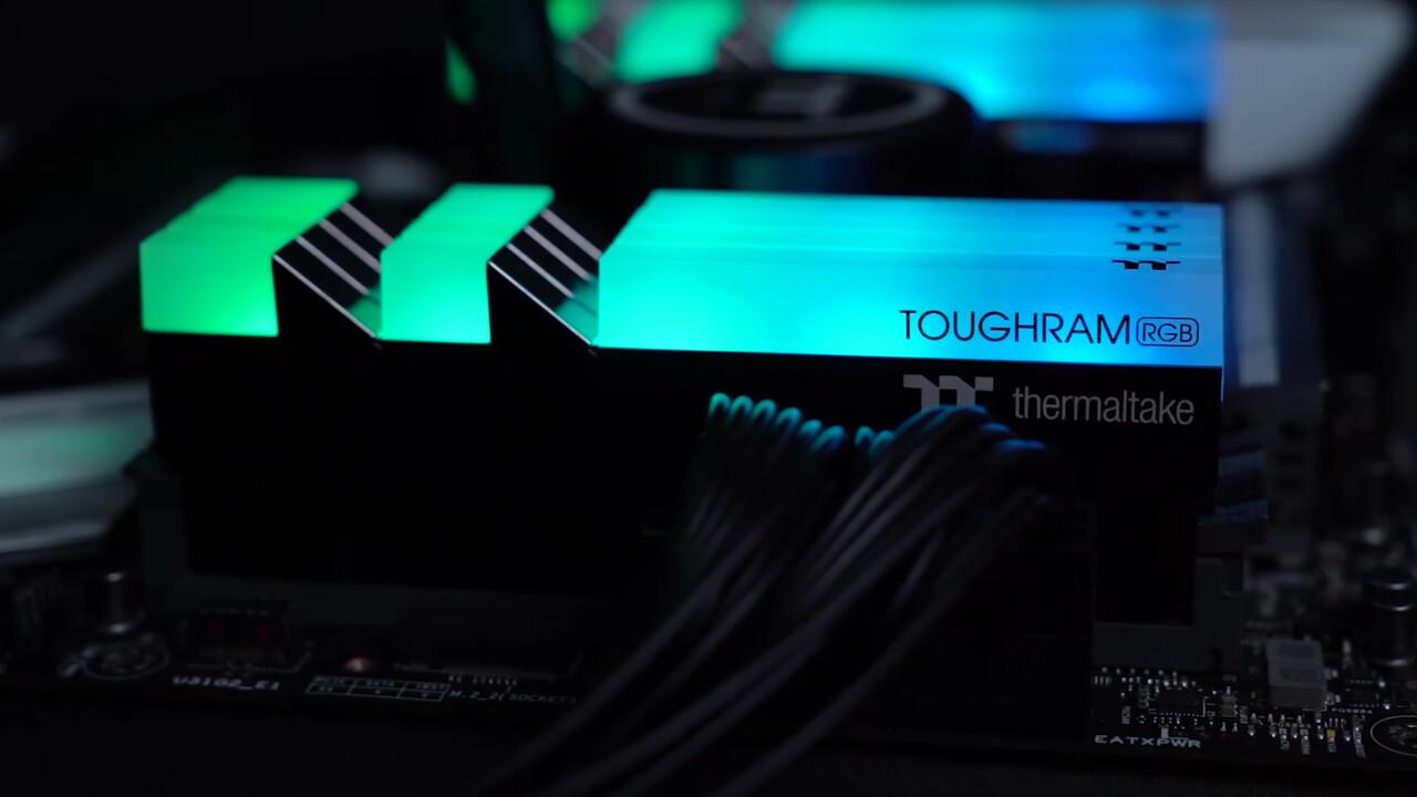 Thermaltake Toughram RGB: Zehn adressierbare LEDs im DDR4-RAM mit hoher Krone