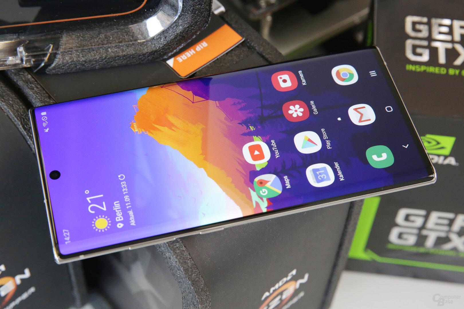 Auf 6,8Zoll versammelt Samsung 3.040 × 1.440 Pixel