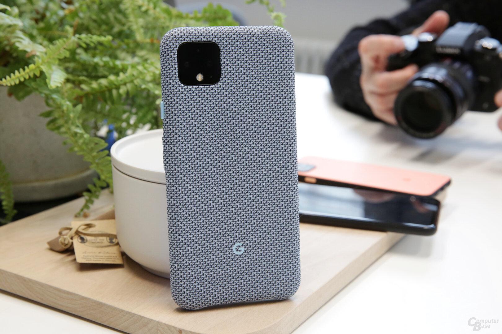 Pixel 4 in Google-typischer Stoffhülle