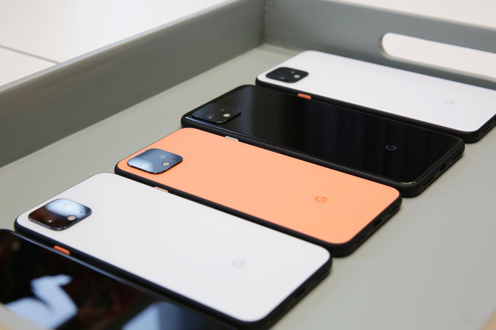 Weiß und Orange sind matt, das Schwarz glänzend ausgeführt