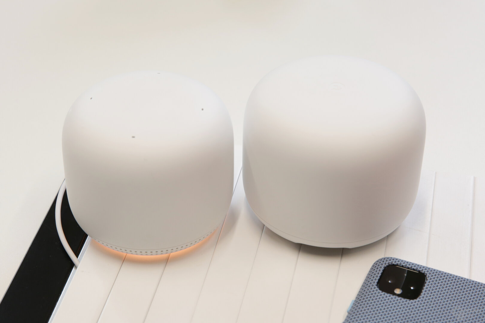 Access Point links, Router rechts