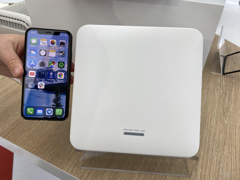 LampSite im Größenvergleich mit iPhone XS
