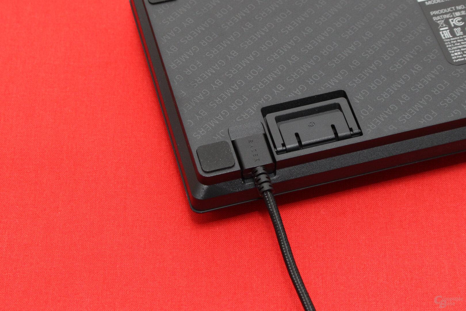 Das Verbindungskabel besitzt einen USB-Type-C-Stecker