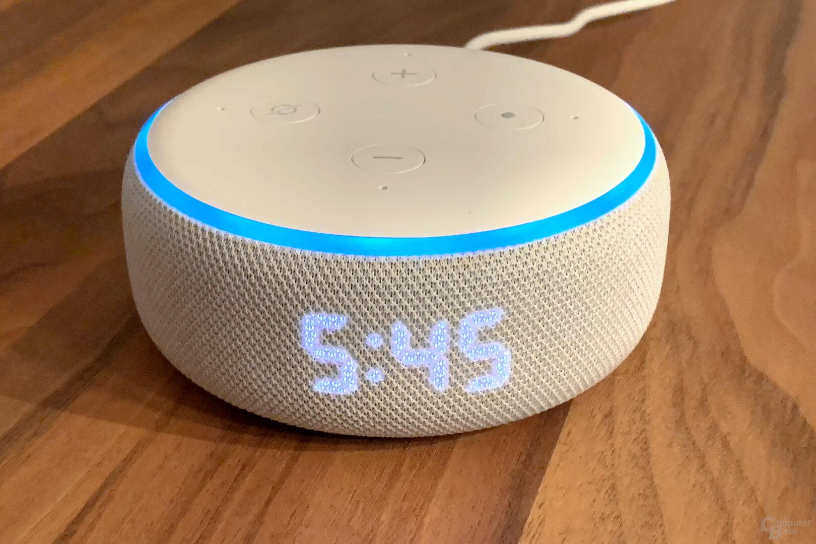 LED-Display des Amazon Echo Dot mit Uhr