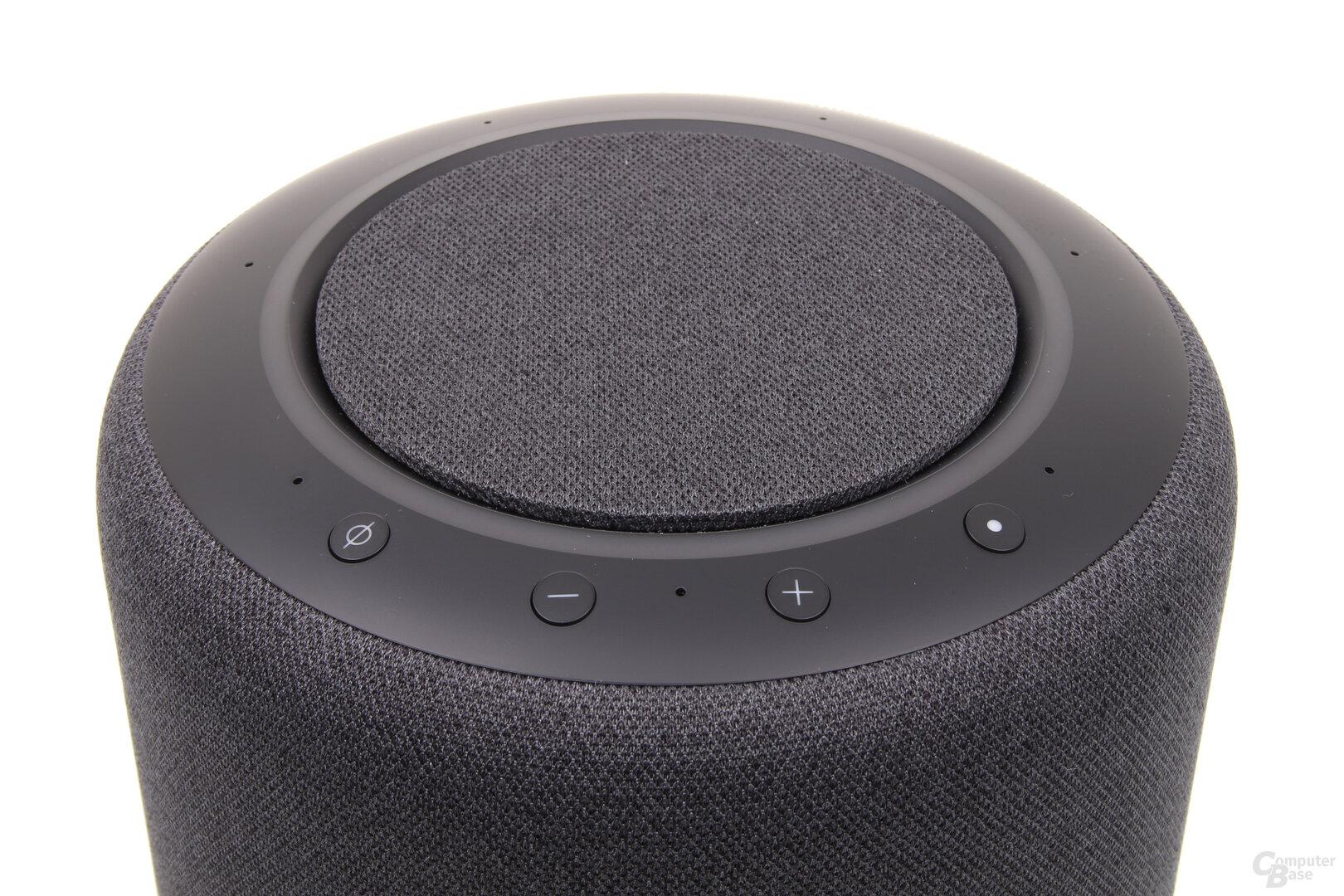Amazon Echo Studio: Leuchtring und Bedienelemente an der Oberseite