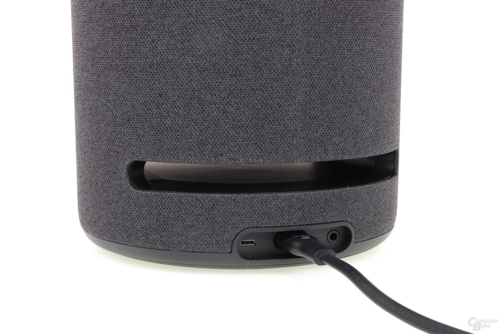 Amazon Echo Studio: Stromanschluss und optischer Eingang an der Rückseite