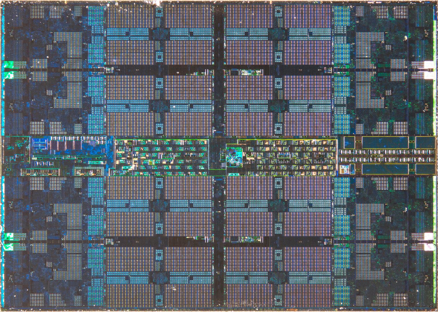 Zen 2 CCD: Acht Kerne am Rand und 32 MByte L3-Cache in der Mitte
