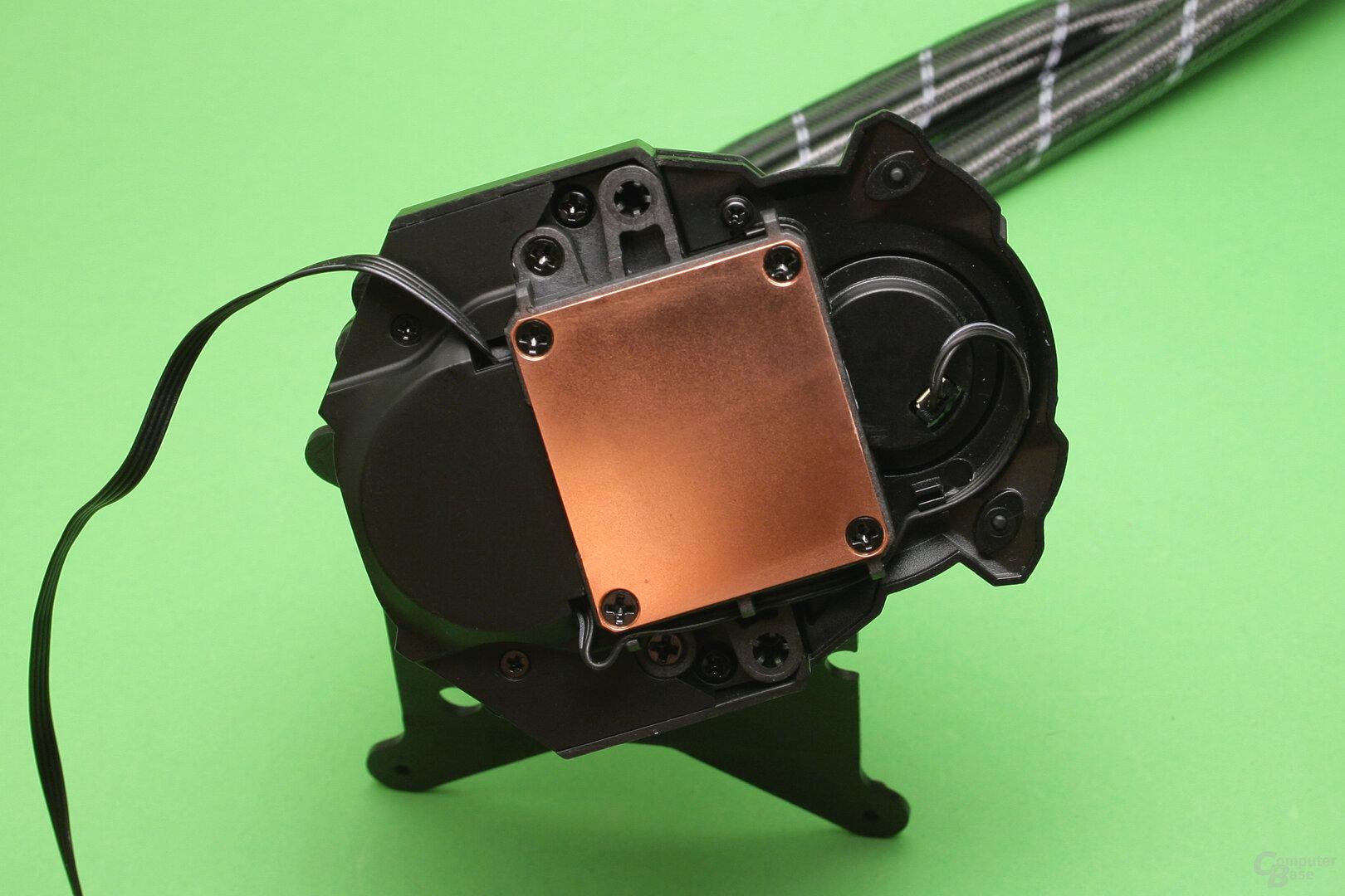 Arctic Liquid Freezer II 240: Die Bodenplatte des CPU-Kühlers