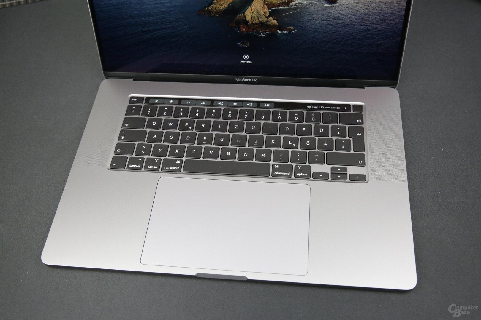 Das Trackpad misst gigantische 16 × 10 cm