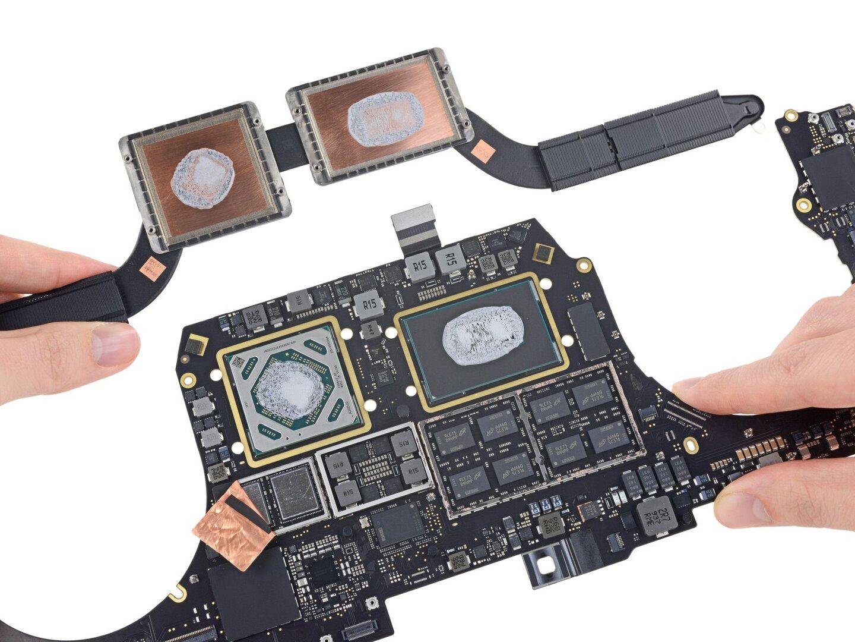 AMD Radeon Pro 5300M (l.) neben Core i7-9750H (r.)