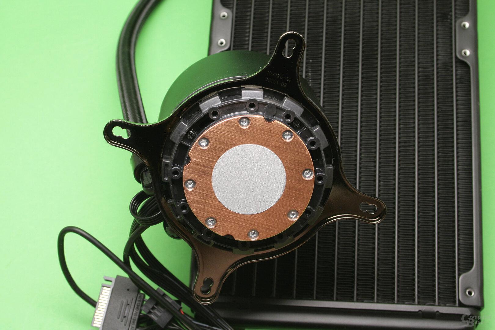 Aorus Liquid Cooler 280: Kupferne CPU-Auflagefläche mit Wärmeleitpaste