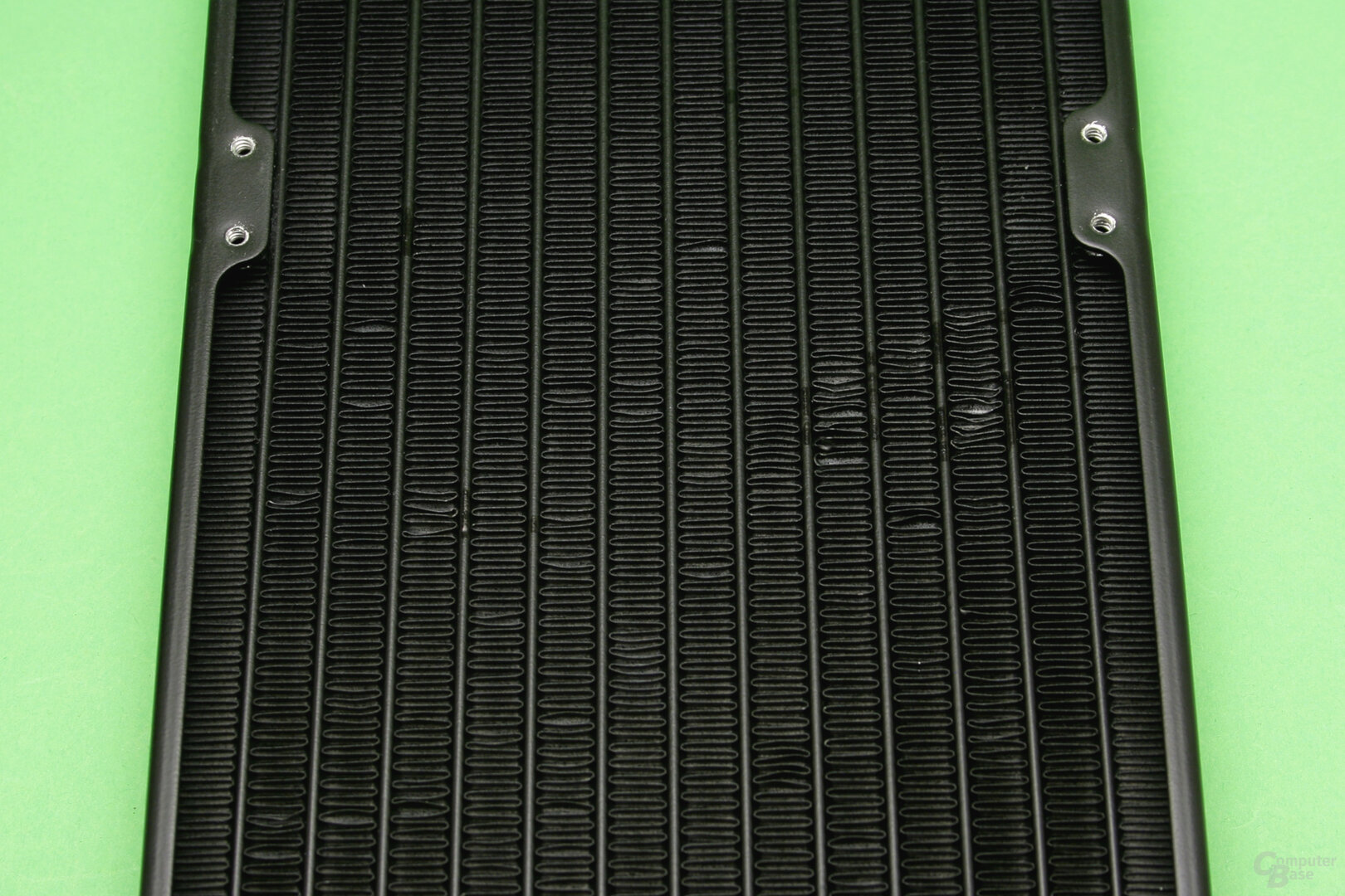 Aorus Liquid Cooler 280: Am Radiator sind einige Lamellen verbogen