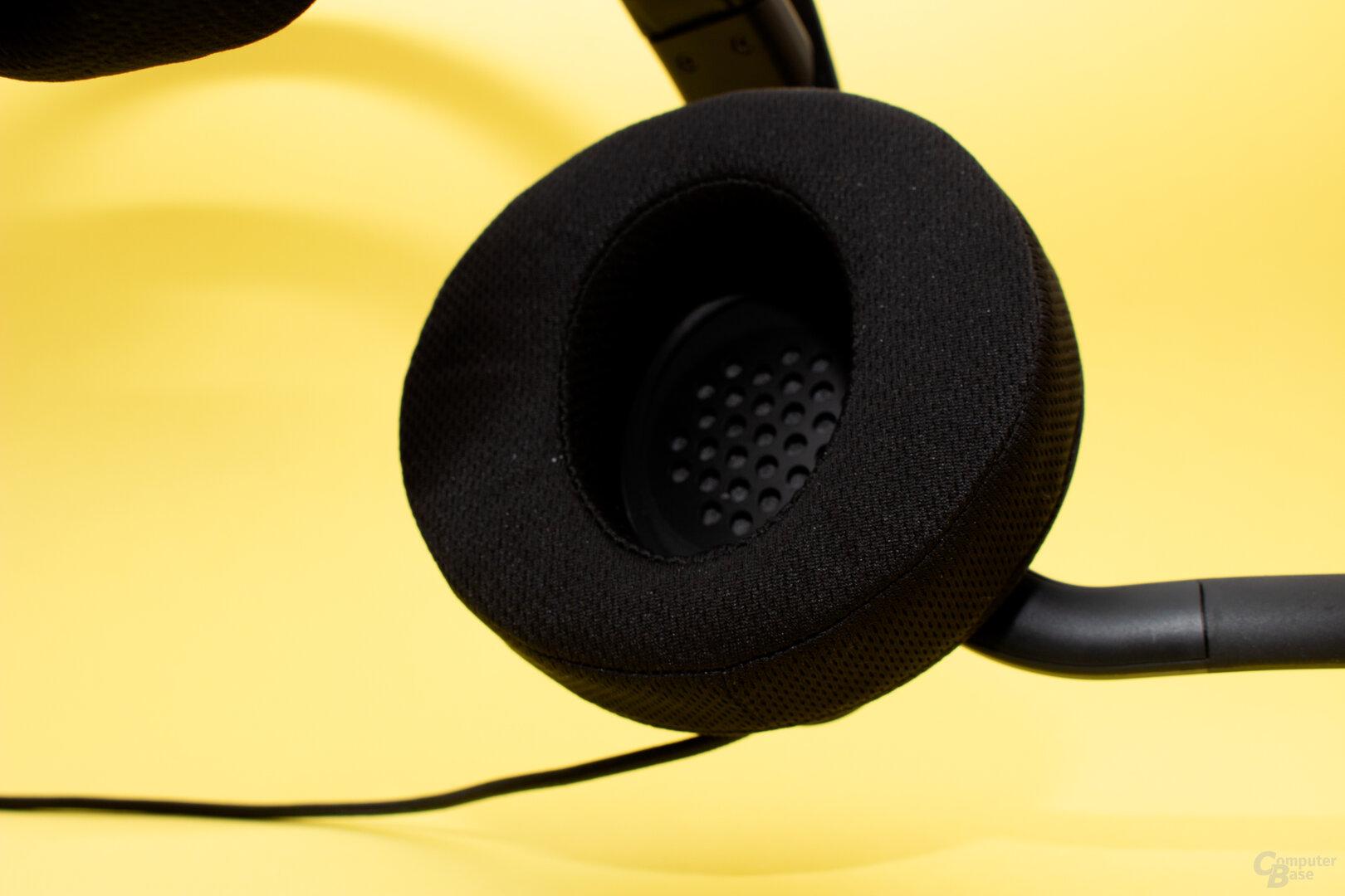 Die Polster der Ohrmuscheln fallen beim neuen Headset größer aus