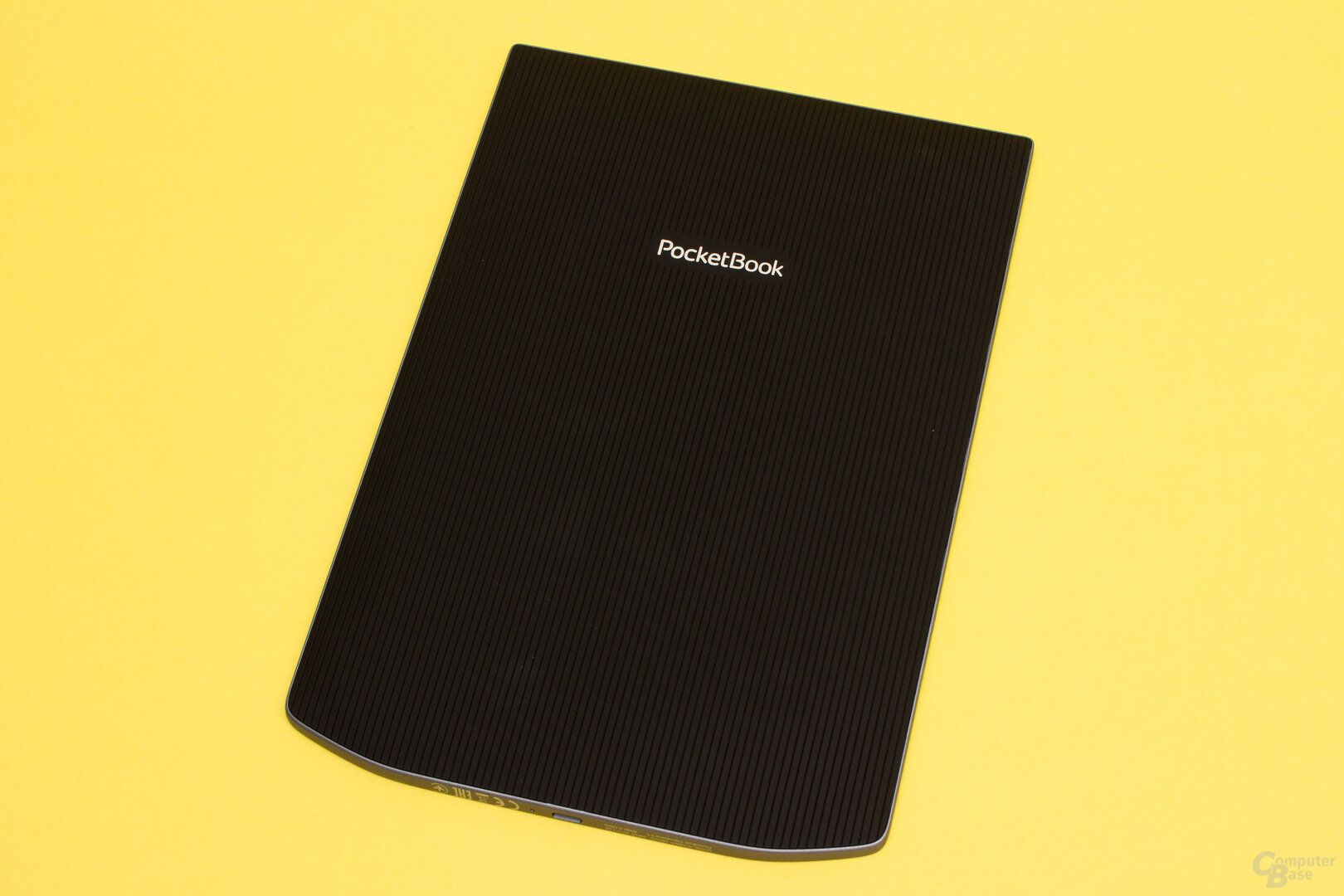 Durch die gummierte und geriffelte Rückseite liegt das InkPad X trotz der Größe gut in der Hand