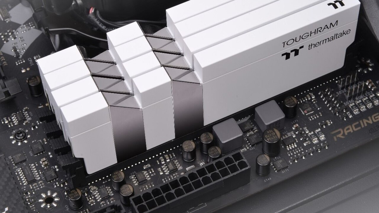 Toughram (White Edition): Thermaltake-Desktop-RAM ohne LEDs und bis DDR4-4400