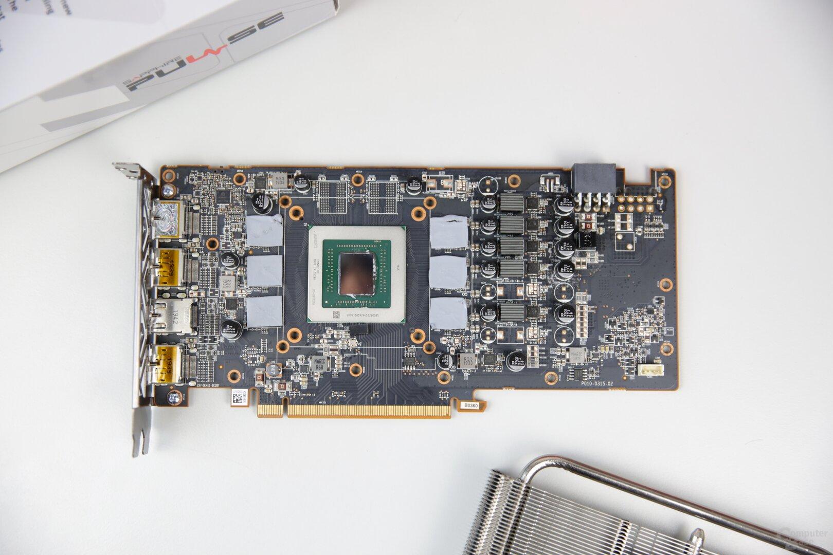 Auf dem PCB fehlen zwei Speicher-Chips und eine Phase bei der Stromversorgung