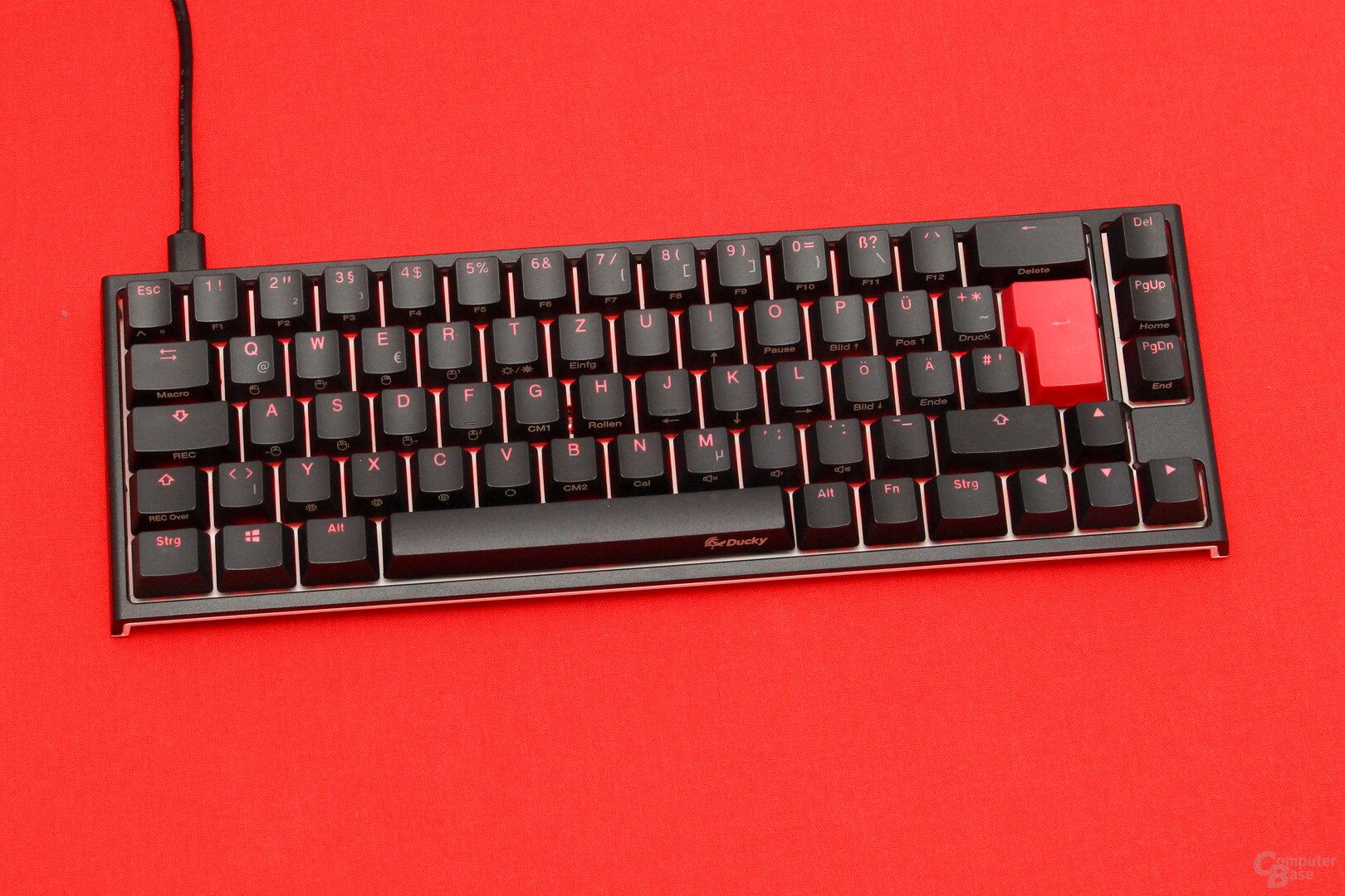 Durch geschickt platzierte Beschriftung und MX-RGB-Taster überzeugt die Ausleuchtung