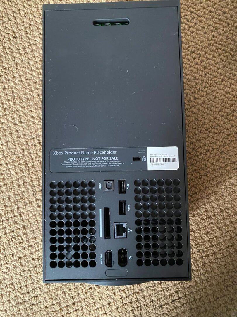 Prototyp der Xbox Series X von hinten
