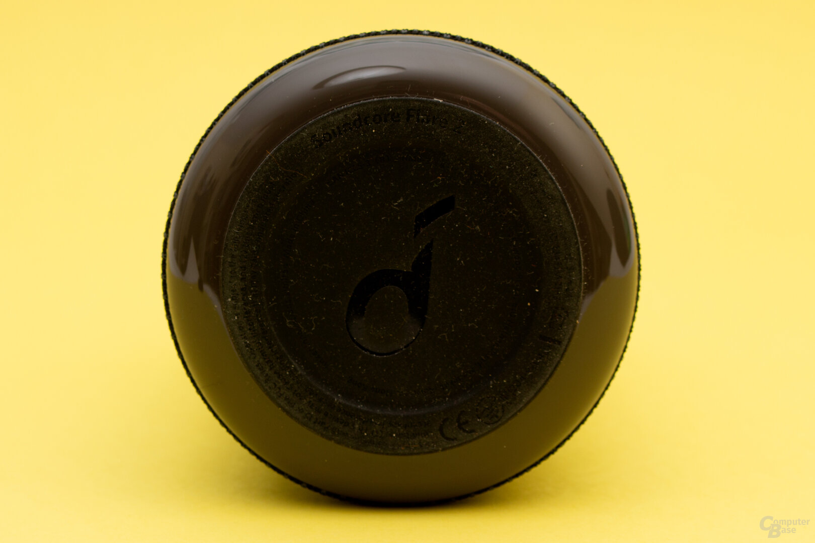 Der Boden des Flare 2 ist aus Gummi und sorgt für einen sicheren Stand – zieht aber auch Staub an