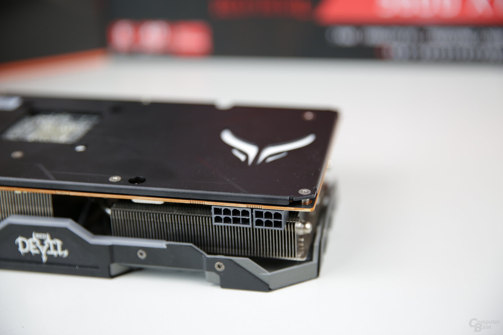 Stromanschluss der PowerColor Radeon RX 5600 XT Red Devil