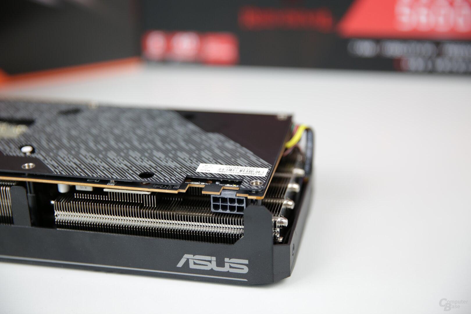 Stromanschluss der Asus Radeon RX 5600 XT TUF Evo OC