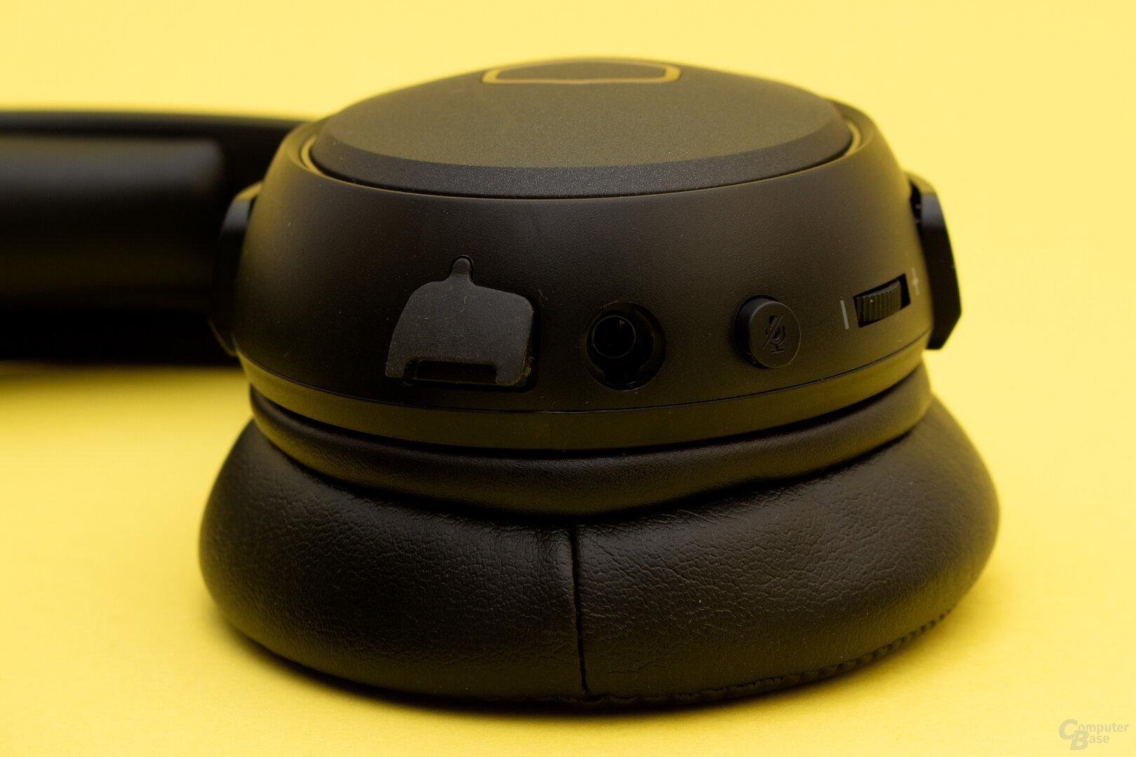 Der Anschluss des Mikrofons wird durch eine Gummiabdeckung geschützt