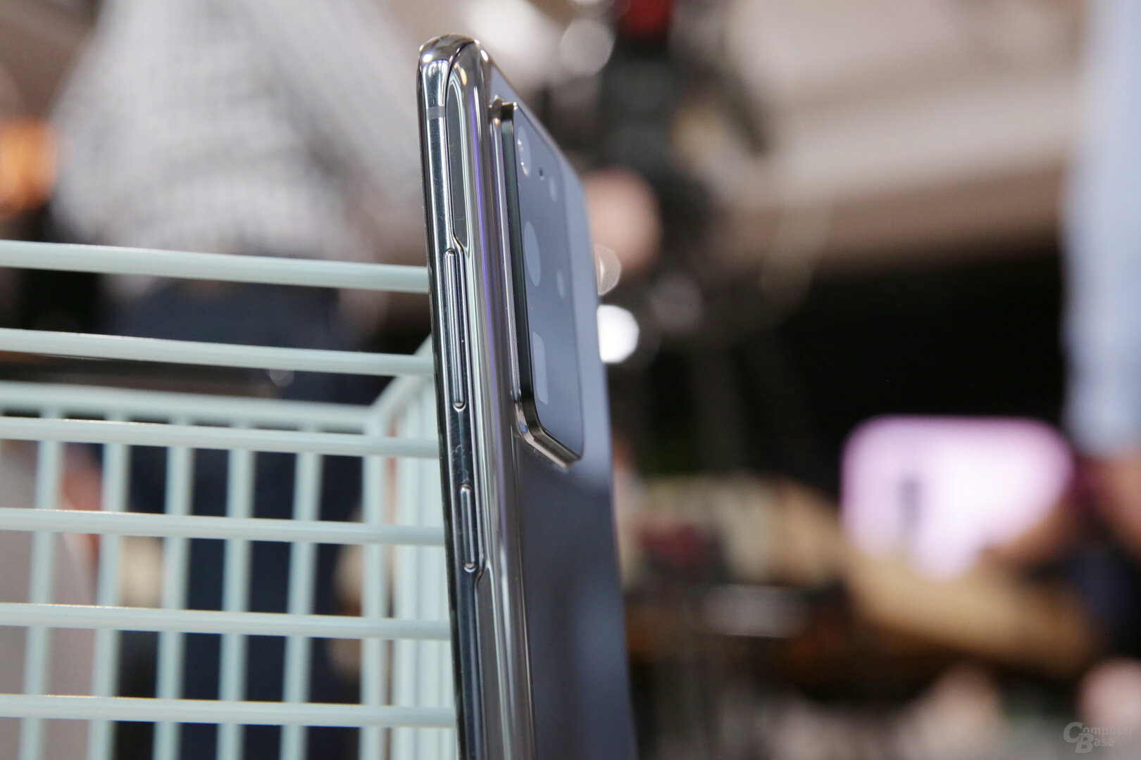 Das Smartphone selbst ist 8,8mm tief
