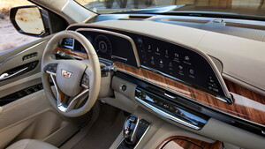 Cadillac Escalade: Drei OLED-Displays mit 38Zoll formen das digitale Cockpit