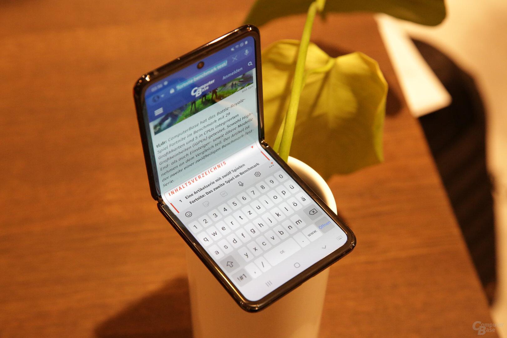 Aufgeteiltes Display mit Tastatur unten