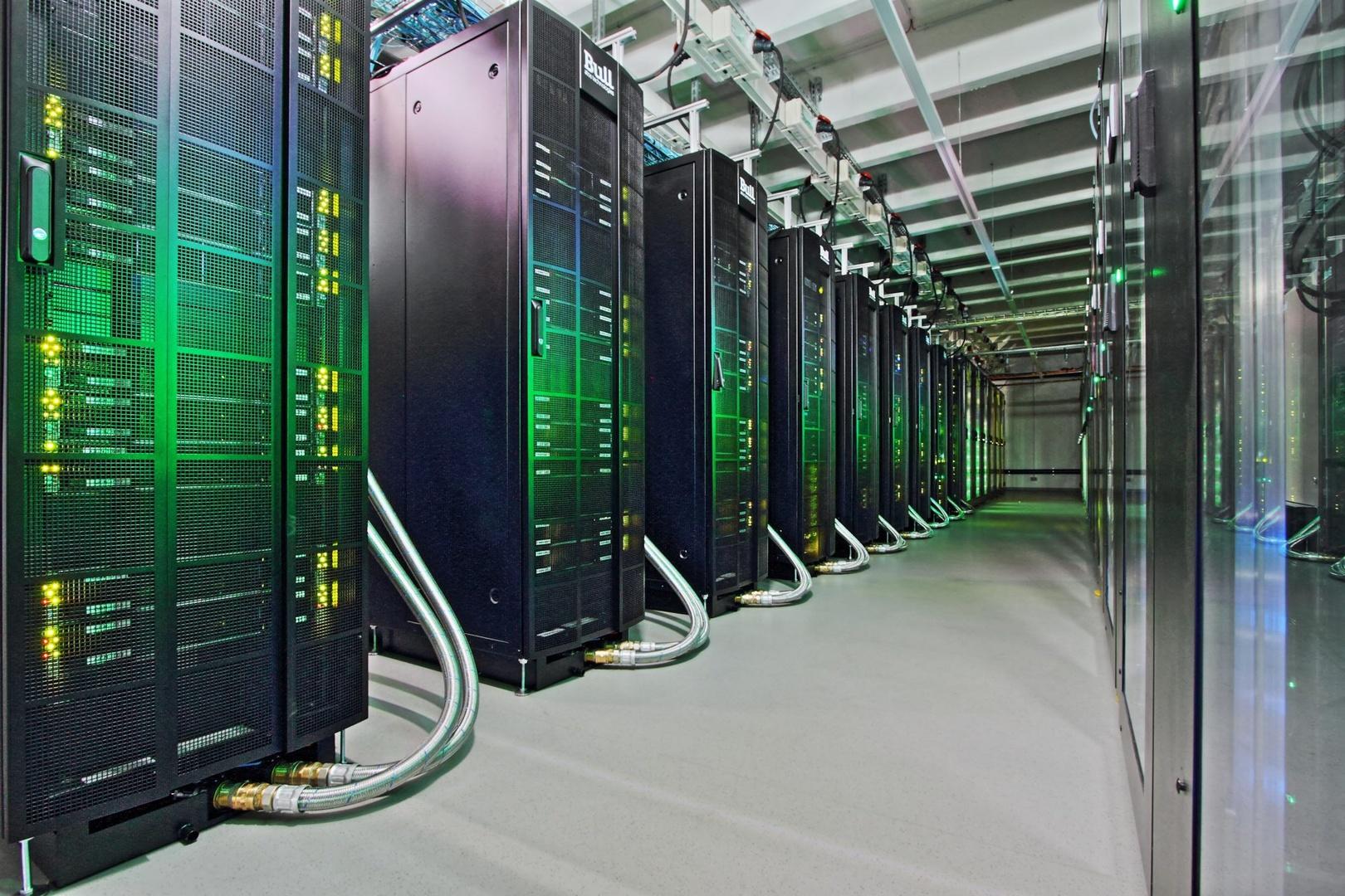 """Der zweite Supercomputer des HLRN-IV-Systems """"Emmy"""" setzt u.a. auf vier Tesla V100 mit 32 GB"""