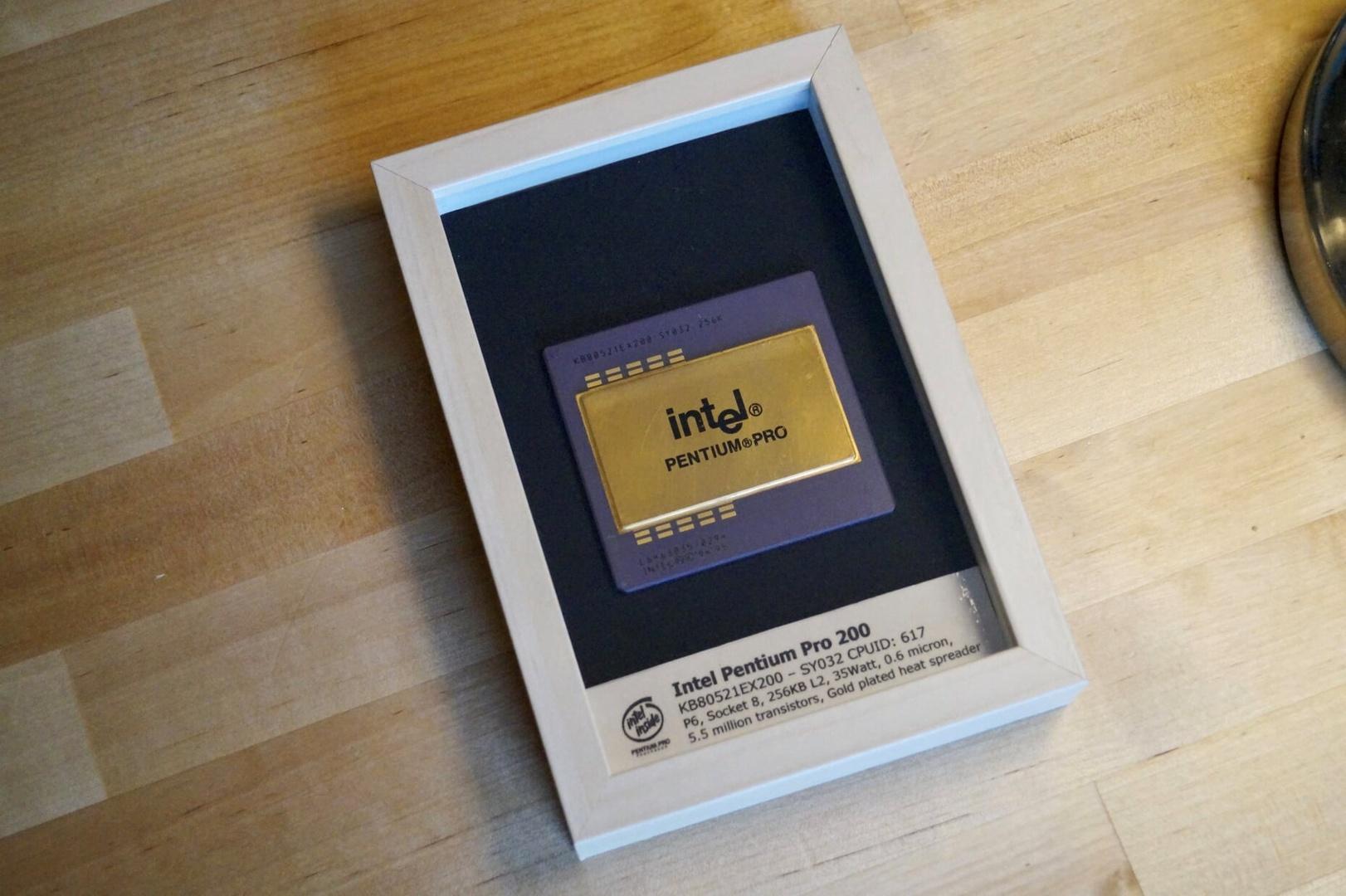 Einer der Preise des Community-Gewinnspiels, ein original Pentium Pro im Rahmen