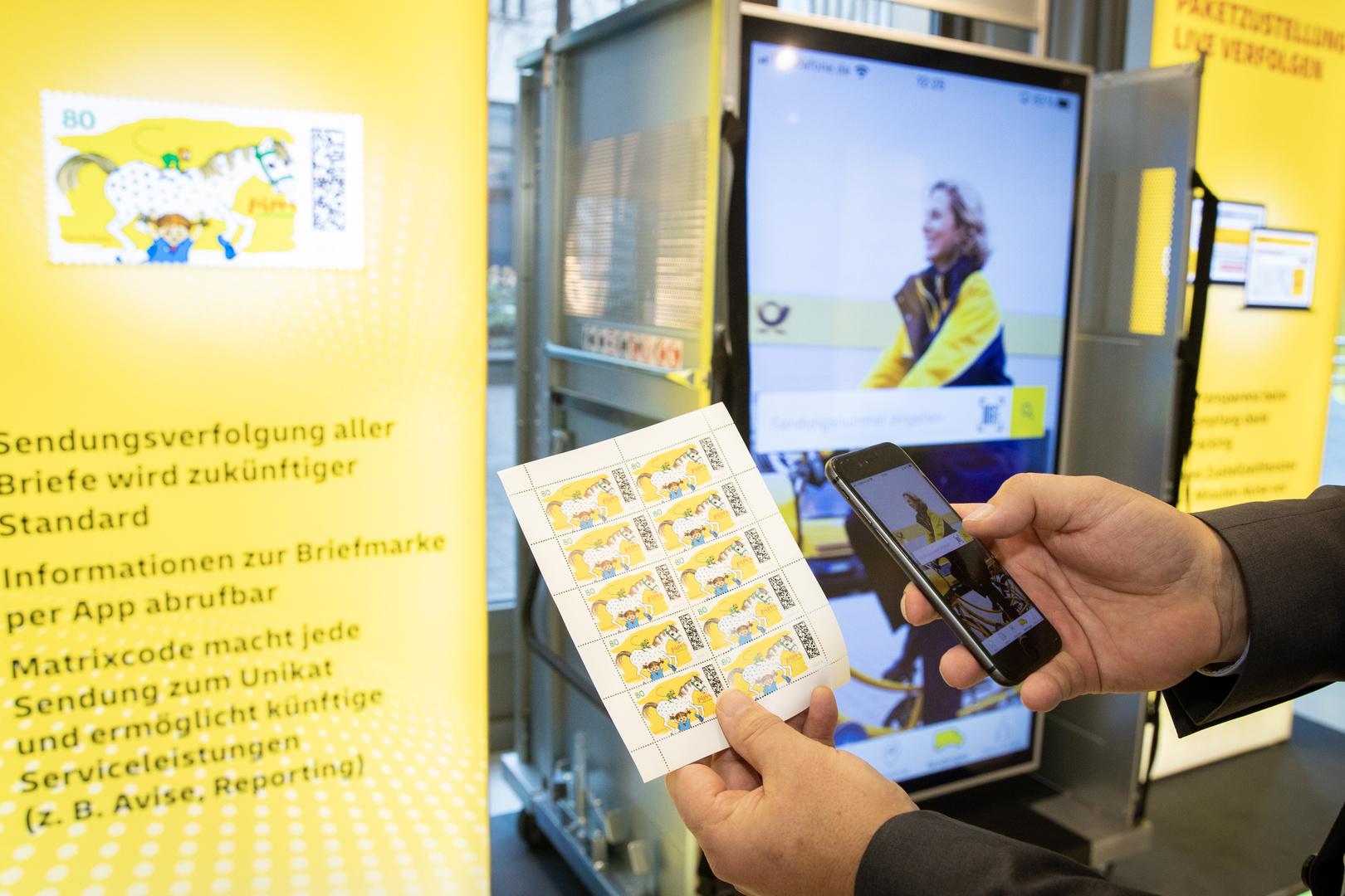 Die mobile Sendungsverfolgung erfolgt über digitale Briefmarken und sogenannte Matrixcodes