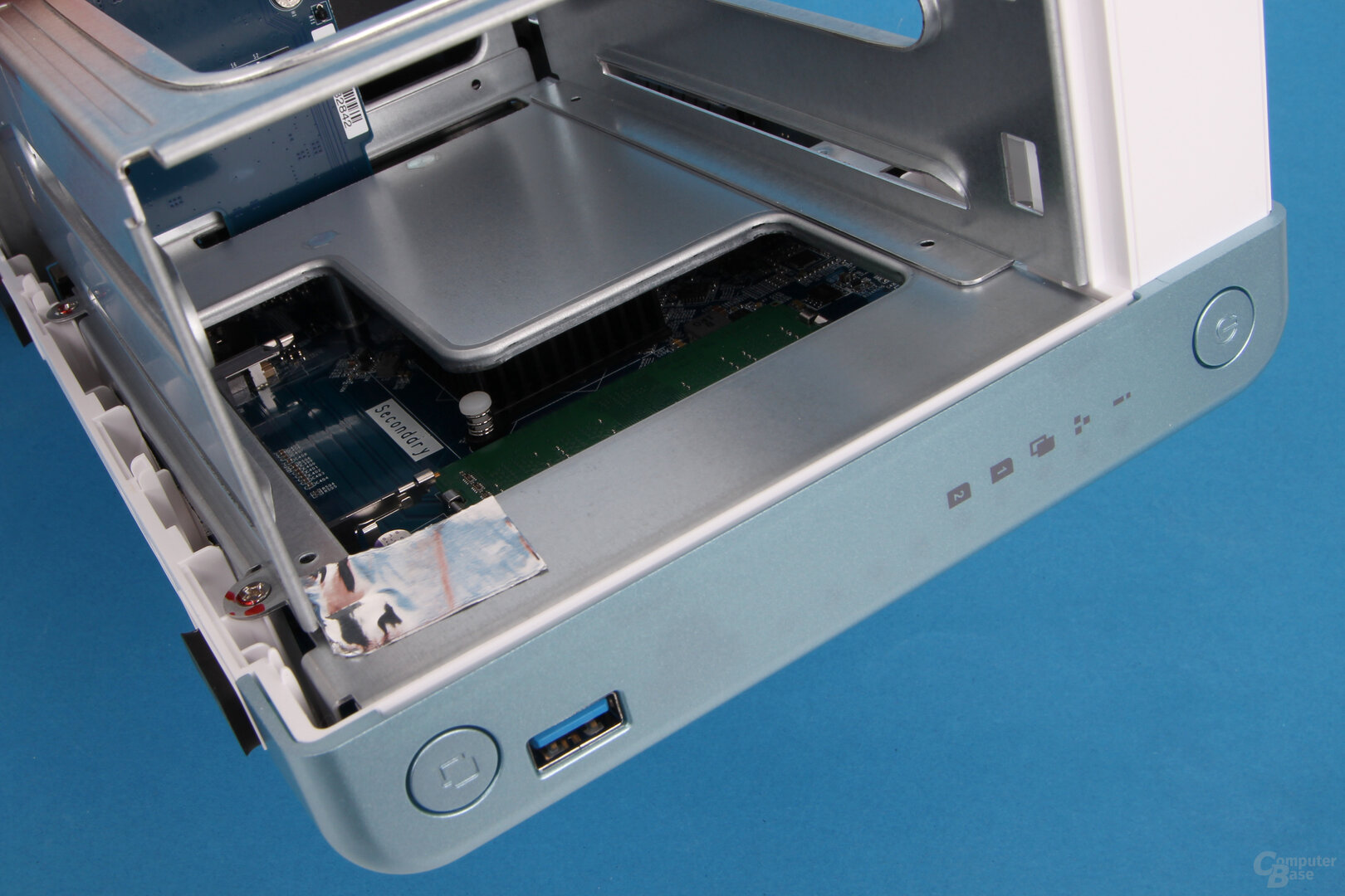 QNAP TS-251D: Schwarzer Kühlkörper für die CPU