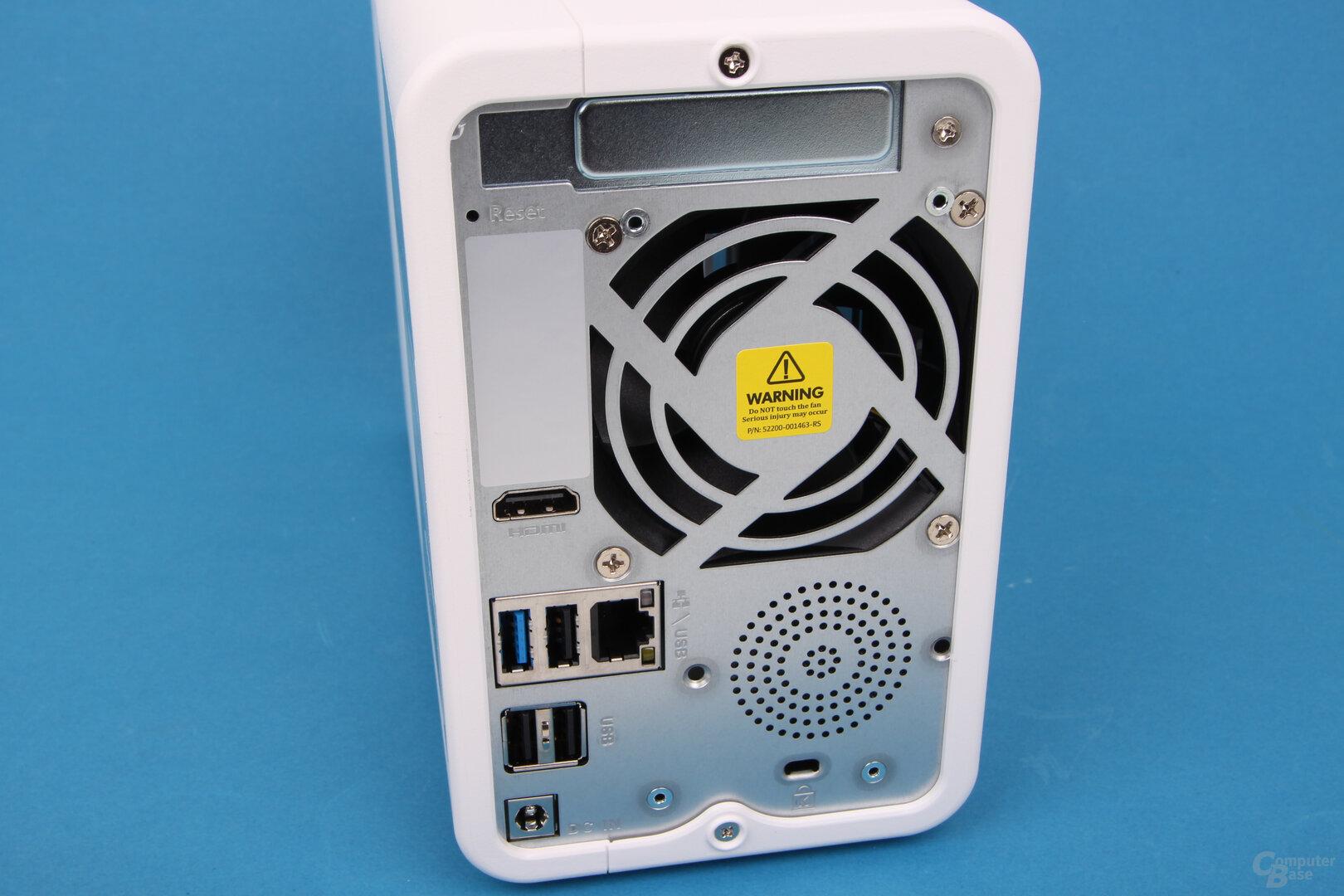 QNAP TS-251D: USB 2.0 und überklebte Öffnungen
