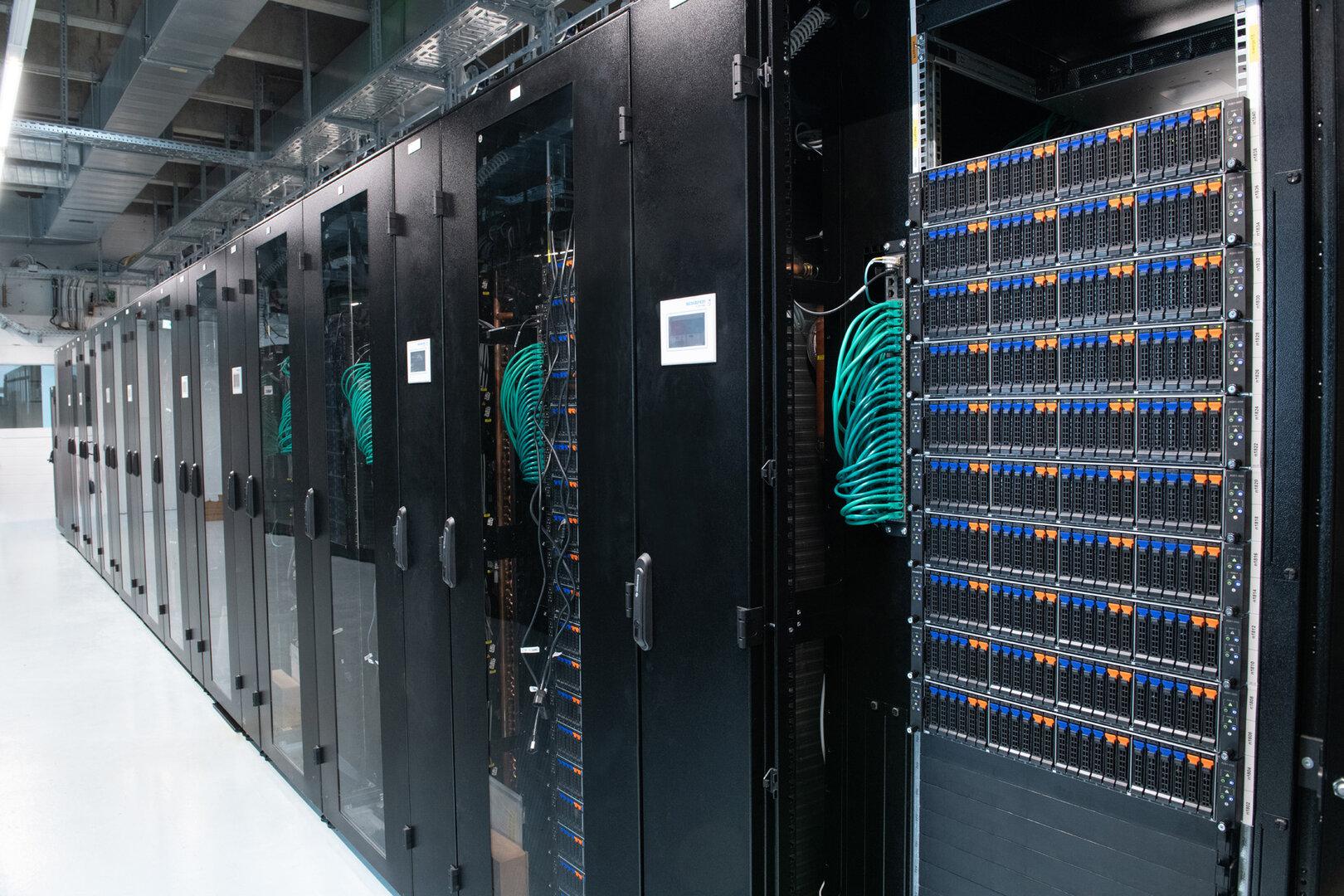 Der Supercomputer Justus 2 wird demnächst insbesondere von Forschergruppen aus der theoretischen Chemie sowie aus den Quantenwissenschaften genutzt