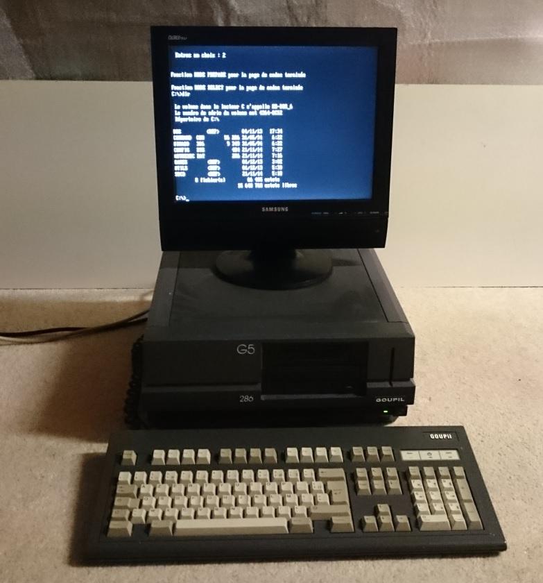 """""""Boandlgramer"""" zeigt einen Goupil G5 mit 286er und Cherry Keyboard"""