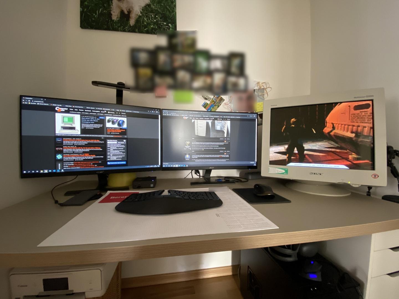 """Community-Mitgied """"wickedgonewild"""" zeigt seinen Retro-PC im modernen Fractal Design Define R5 mit CRT-Monitor"""