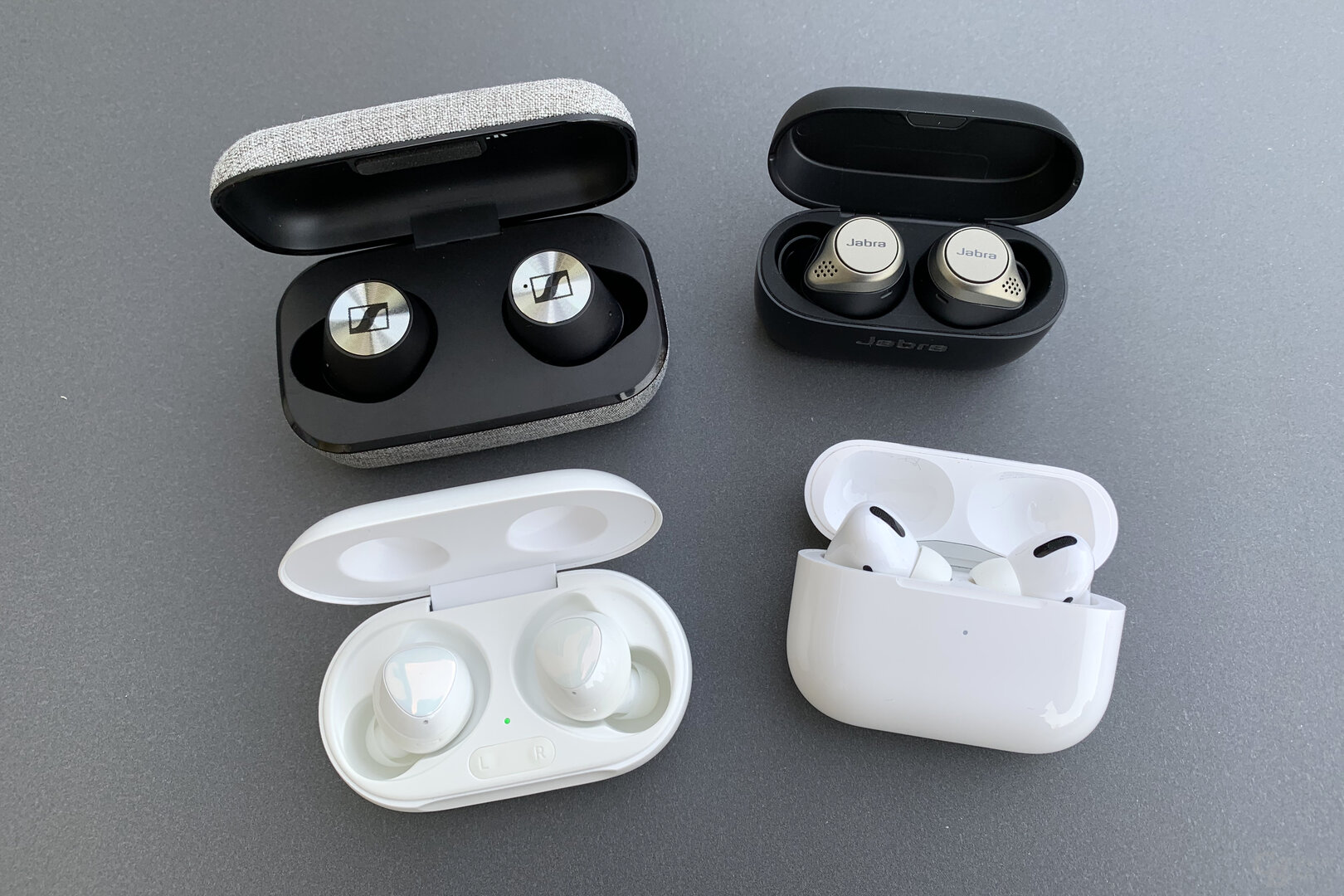 Samsung Galaxy Buds+, Sennheiser Momentum True Wireless, Jabra Elite 75t und Apple AirPods Pro
