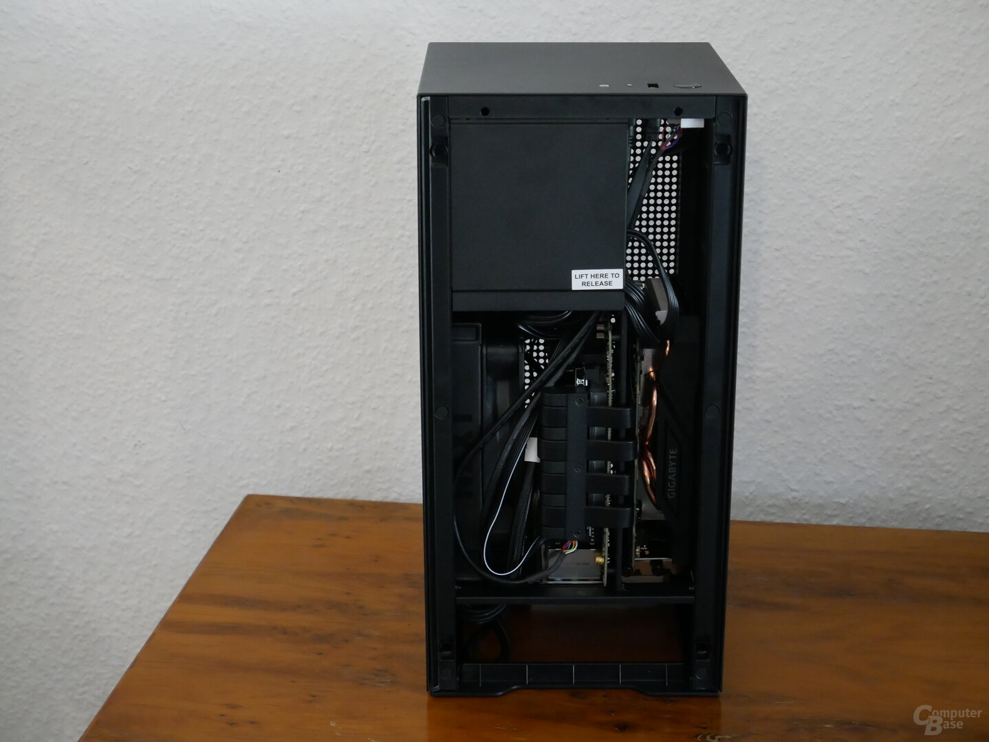 H1 schwarz Seitansicht mit Hardware