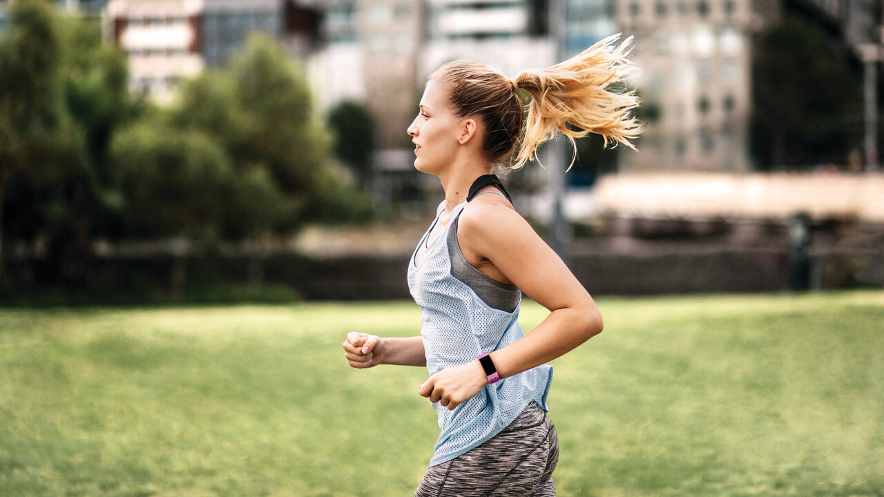 Fitness-Tracker: Fitbit Charge 4 mit GPS, SpO2- & Herzfrequenzsensor