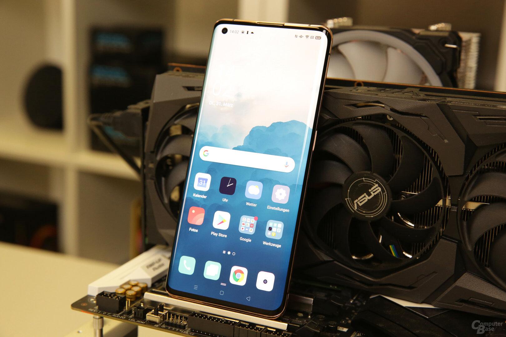 6,7Zol großes OLED-Display mit 1440p bei 120Hz
