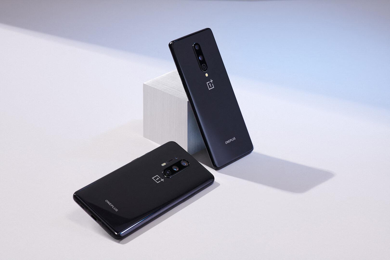 OnePlus 8 (stehend)