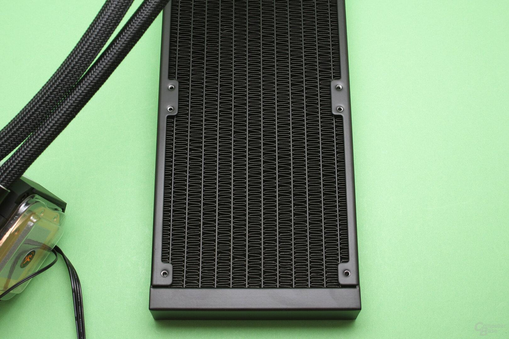 EK Water Blocks EK-AIO 240 D-RGB: Nahaufnahme des Radiators