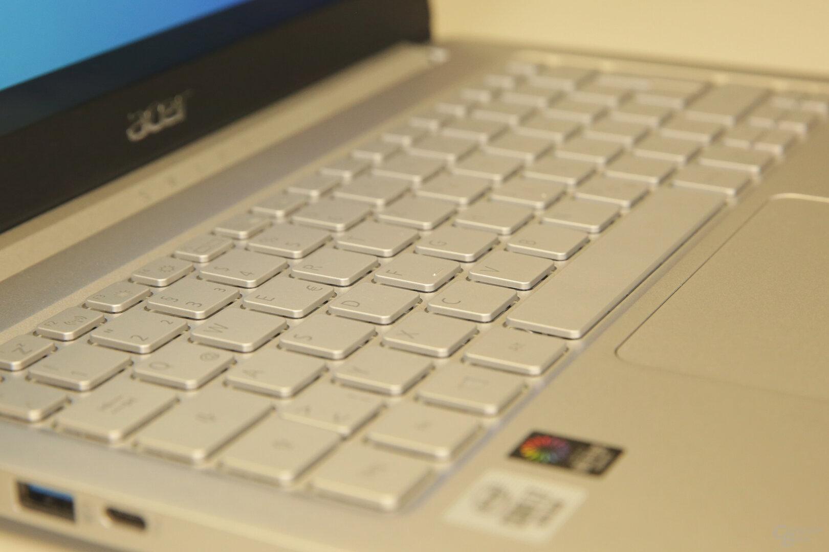 Die Chiclet-Tastatur mit grauer Tastenbeschriftung