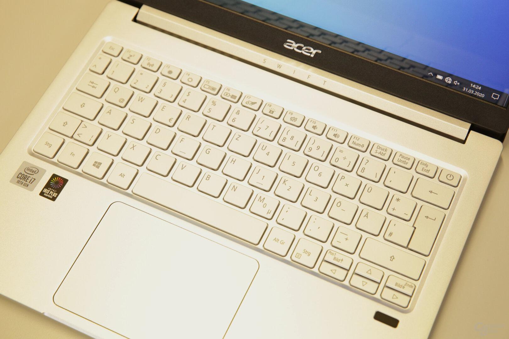 Hintergrundbeleuchtete Tastatur mit großem und präzisem Touchpad