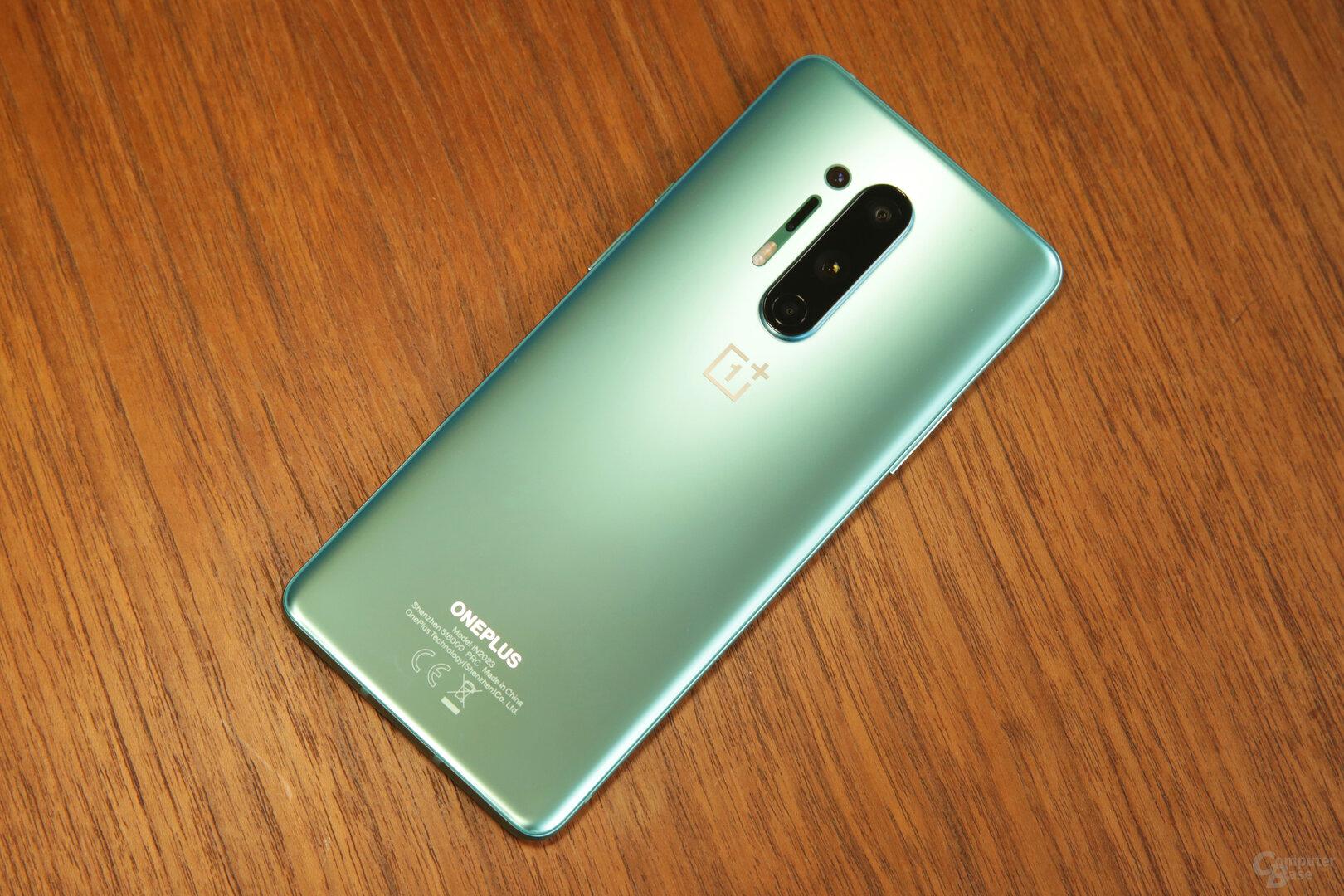 OnePlus 8 Pro in seidenmattem Glacier Green
