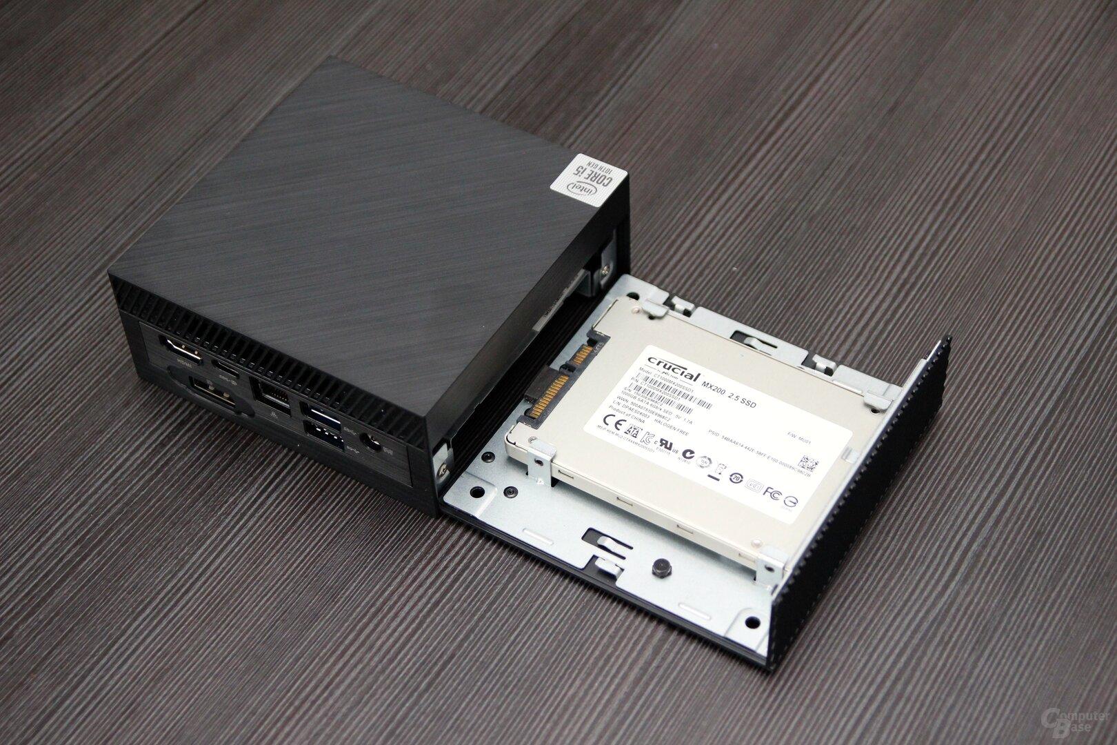 Asus PN62 mit leicht zu öffnendem Einschub für SSDs